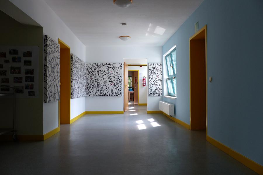 Galerieraum | Fries in schwarz weiß